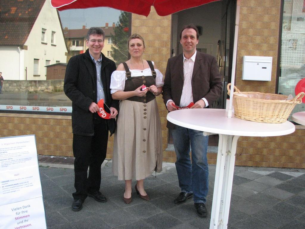 Die drei Schönauer Kandidaten am Osterinfostand.