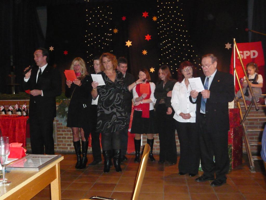 Weihnachtsfeier der SPD Schönau - ich versuche zu singen.