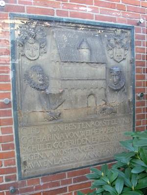 Schulstein mit Cord v. Bestenbostel, Ehefrau und Schuldarstellung von 1603