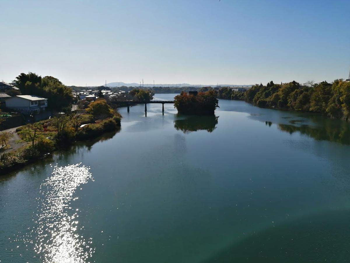 木曽川に浮かぶ小山観音