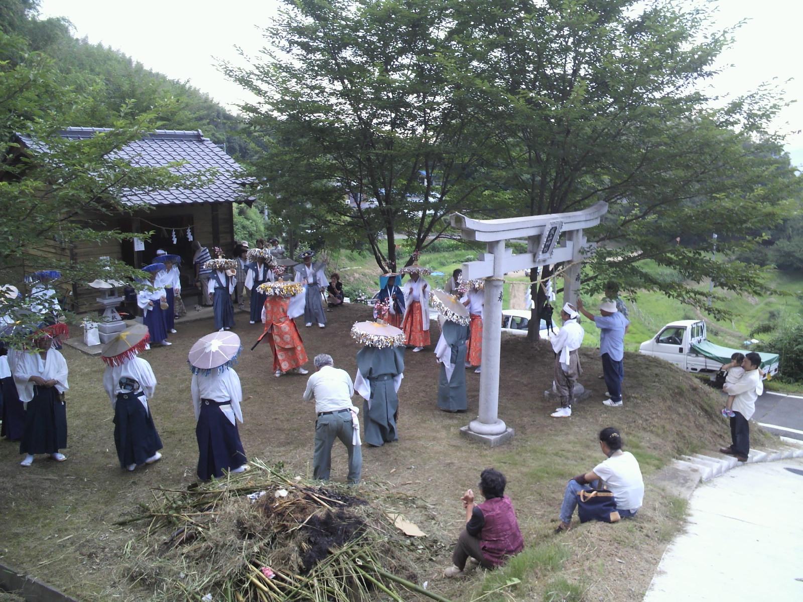 地域神社へ 念仏踊り奉納