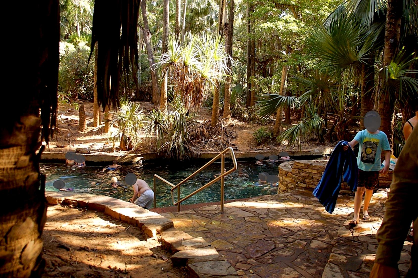 Das Baden in den Thermal Pools bei Mataranka soll bei Zipperlein helfen.