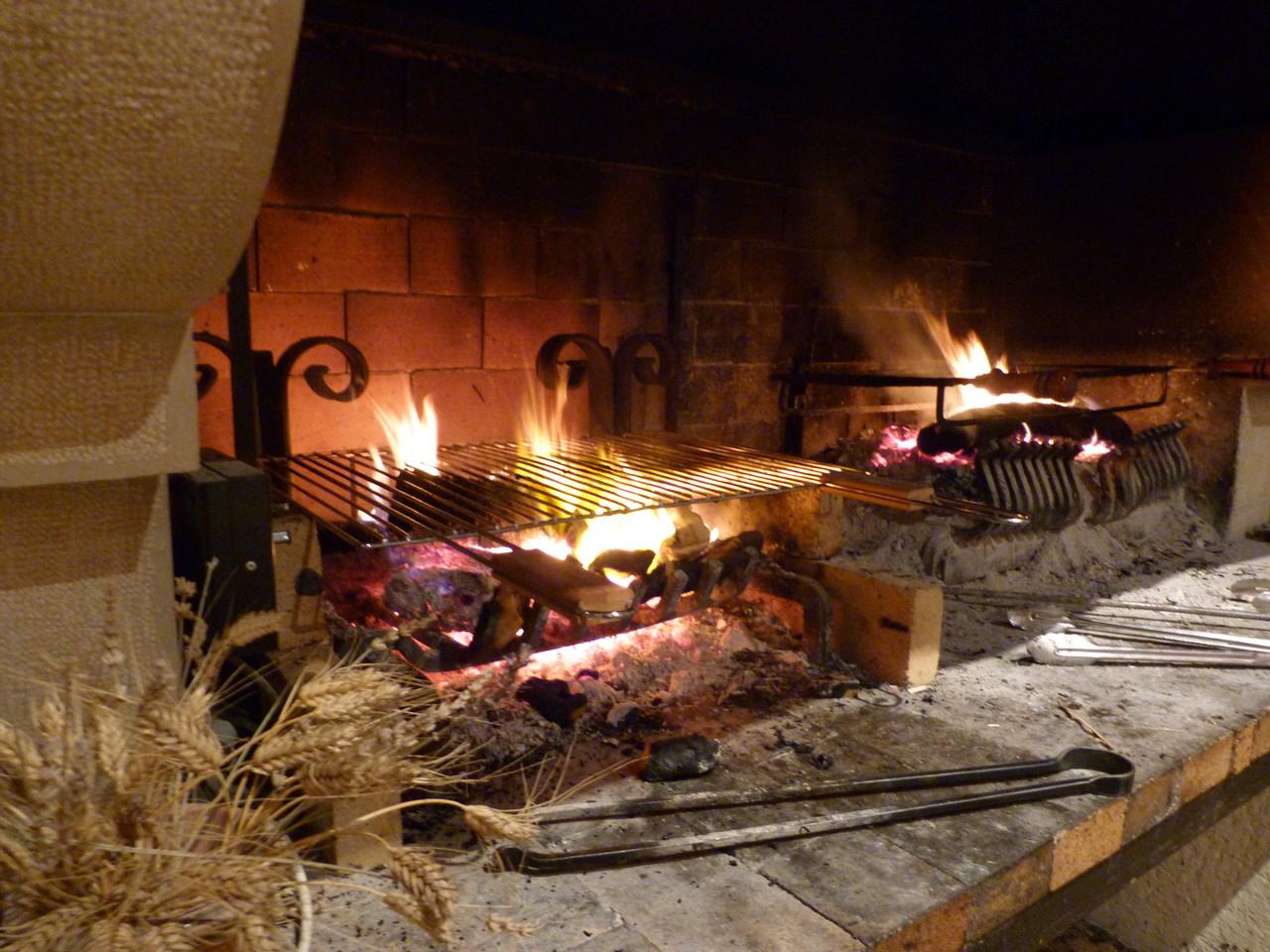 Salle des Magnans, feu dans la cheminée