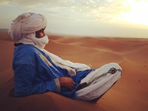 Nomade face aux dunes, Mélodie du désert