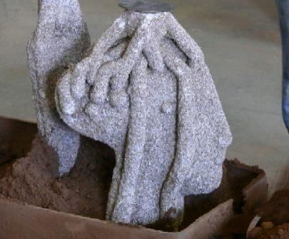 Fixieren der Gussform / Bronzeguss