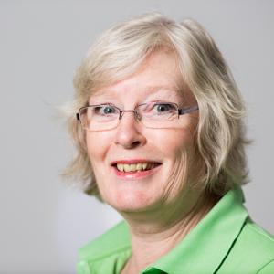 Carmen Küpper: Meine Ausbildung habe ich ´73 begonnen und die Berufswahl bis heute noch nicht bereut. Es macht mir Spaß mit Menschen Kontakt zu haben.  Mit allen in der Praxis anfallenden Tätigkeiten bin ich vertraut.  Ich bin verheiratet und habe einen