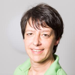 Anja Kirchhoff: Ich bin ausgebildete Medizinische Fachangestellte und seit 1985 in der hiesigen Praxis tätig. Als Mutter eines Sohnes arbeite ich als Teilzeitkraft.  Zu meinem Tätigkeitsbereich gehören die Patientenanmeldungen, Terminvergaben, die Patient