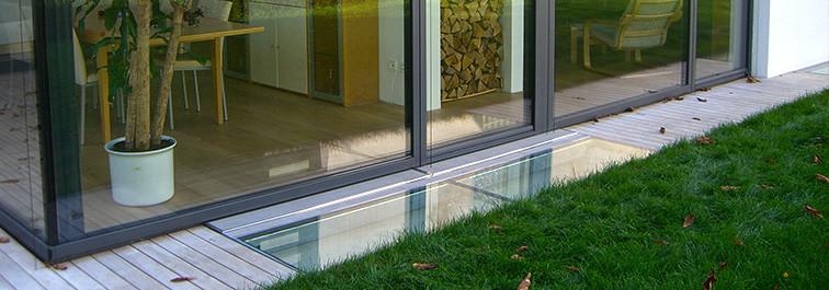 Lichtfluter mit VSG-Glas und Belüftungsgitter