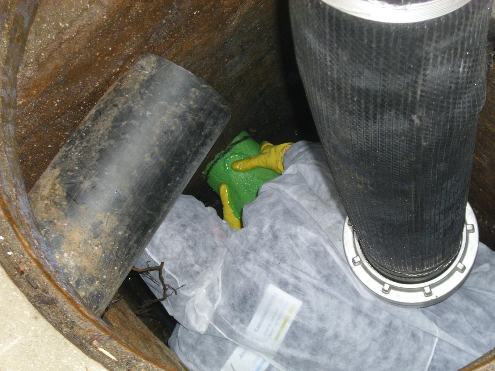 Einbringen des Inliners in die zu sanierende Abwasser-Leitung