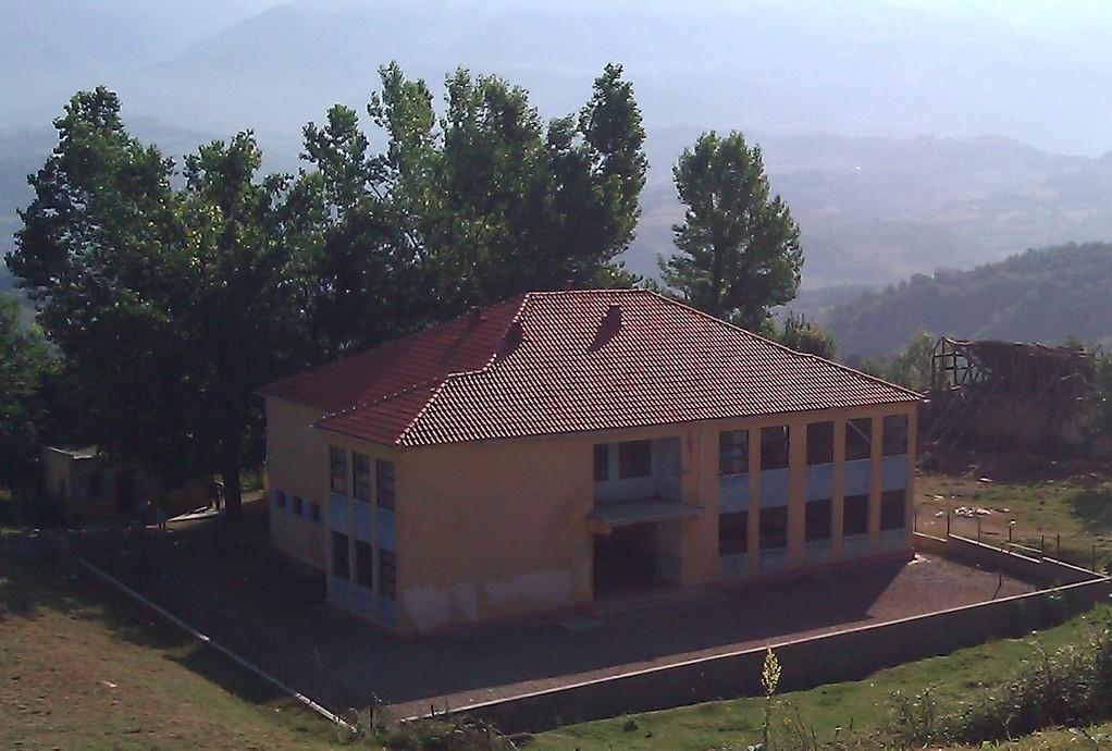 Shkolla (L'école)
