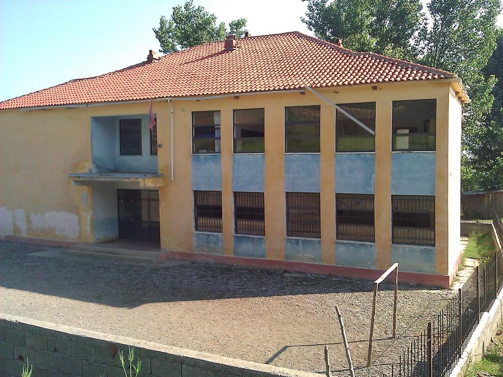 Shkolla e re (La nouvelle école)