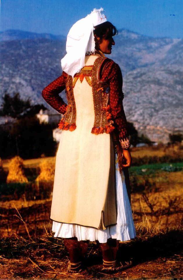 3.Veshje (gruaje) popullore nga Macukulli