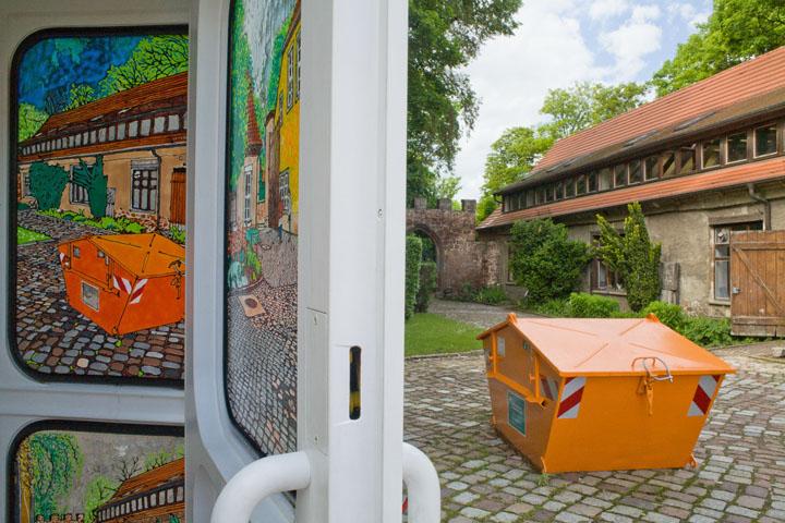 O.T. (B/R/O/G) . 2010 . Windowcolor auf Glas . Intervention an drei Telefonzellen in Halle . Detail