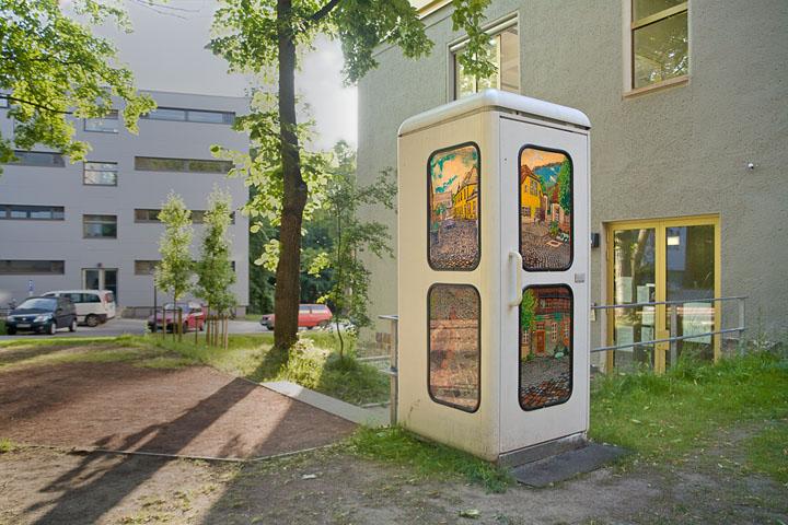 O.T. (B/R/O/G) . 2010 . Windowcolor auf Glas . Intervention an drei Telefonzellen in Halle