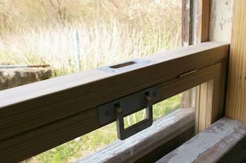 Rekonstruierte Fensterbeschläge - Griffmulde und Klappgriff