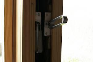 Rekonstruierte Fensterbeschläge - Spannhebel zum Festellen der Senkelemente