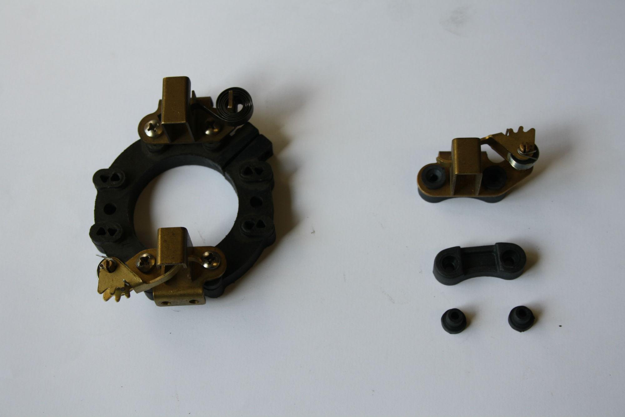 Portaspazzole a carico variabile e anello iin materiale plastico