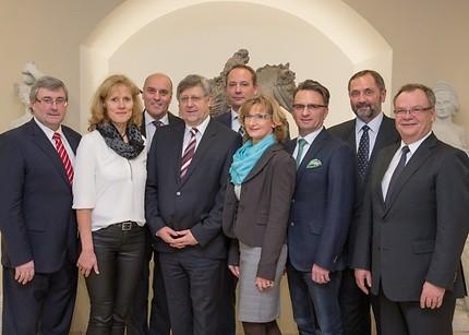 Das Präsidium der IHK Magdeburg (v.l.n.r.): Dr. Jürgen Ude, Claudia Meffert, Rolf Lay, Klaus Olbricht, Nils Appelt, Ramona Miedl, Hans-Dieter Otto, Adolf Fehse, Ralf Luther.