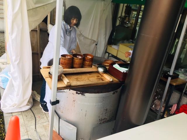 山中温泉_カニ汁大鍋の振る舞い