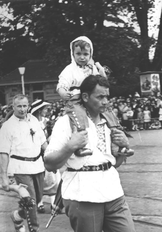 Adolf Krienbühl mit Sohn Fritz an der Landi 1939