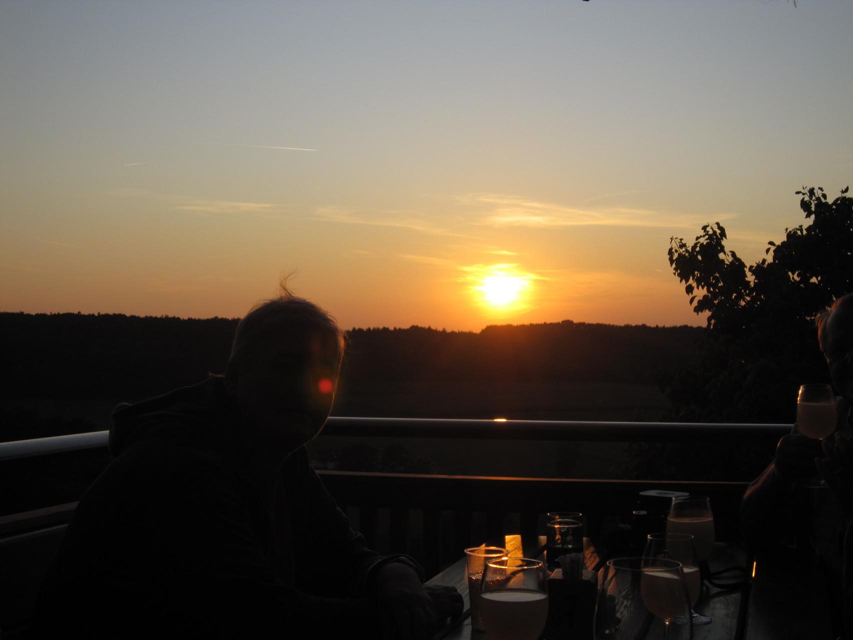 Der Abend verabschiedet sich mit einem prächtigen Sonnenuntergang