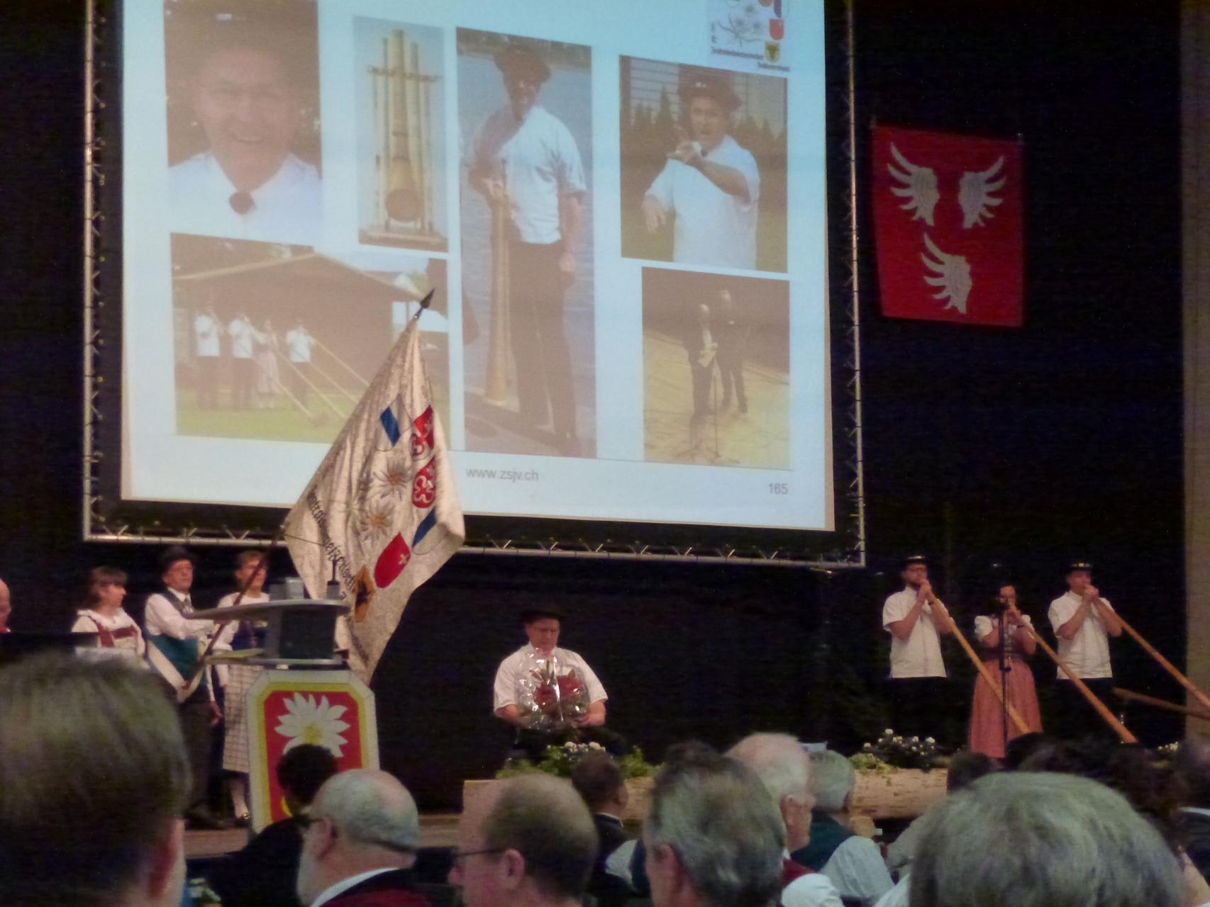 Anlass für die Einladung durch den ZSJV war die Verleihung der ZSJV-Ehrenmitgliedschaft ...
