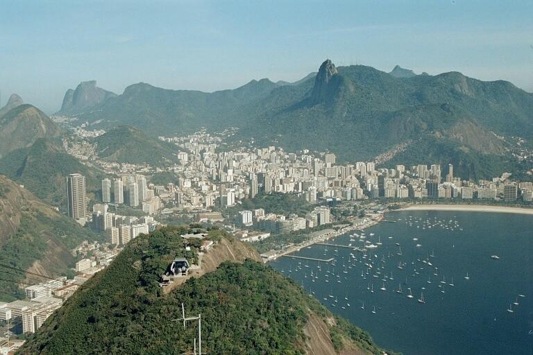 Aussicht vom Corcovado auf die Copacabana von Rio de Janeiro
