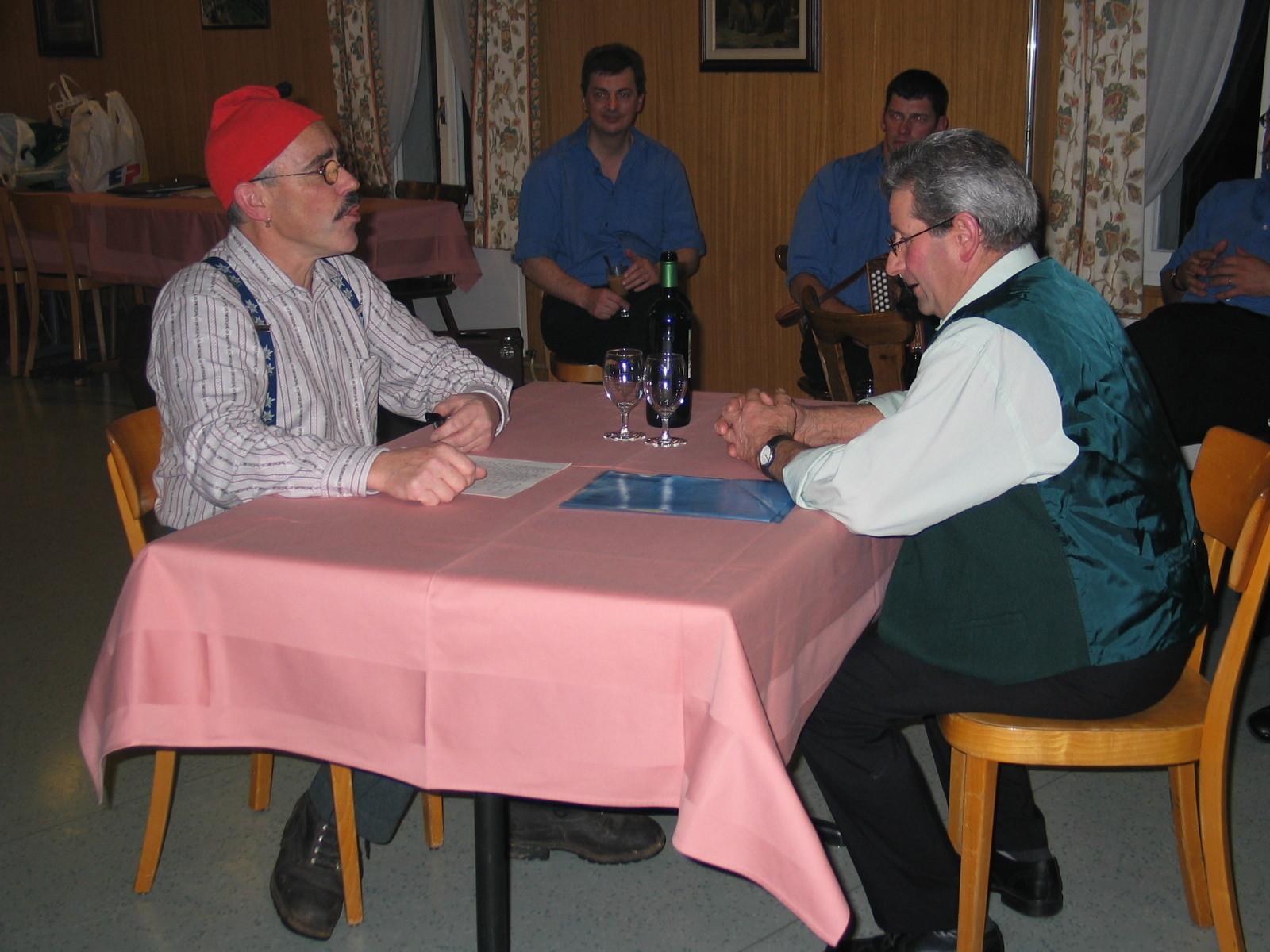 """Familienabend 2004: Felix und Pius beim """"Plöder"""""""