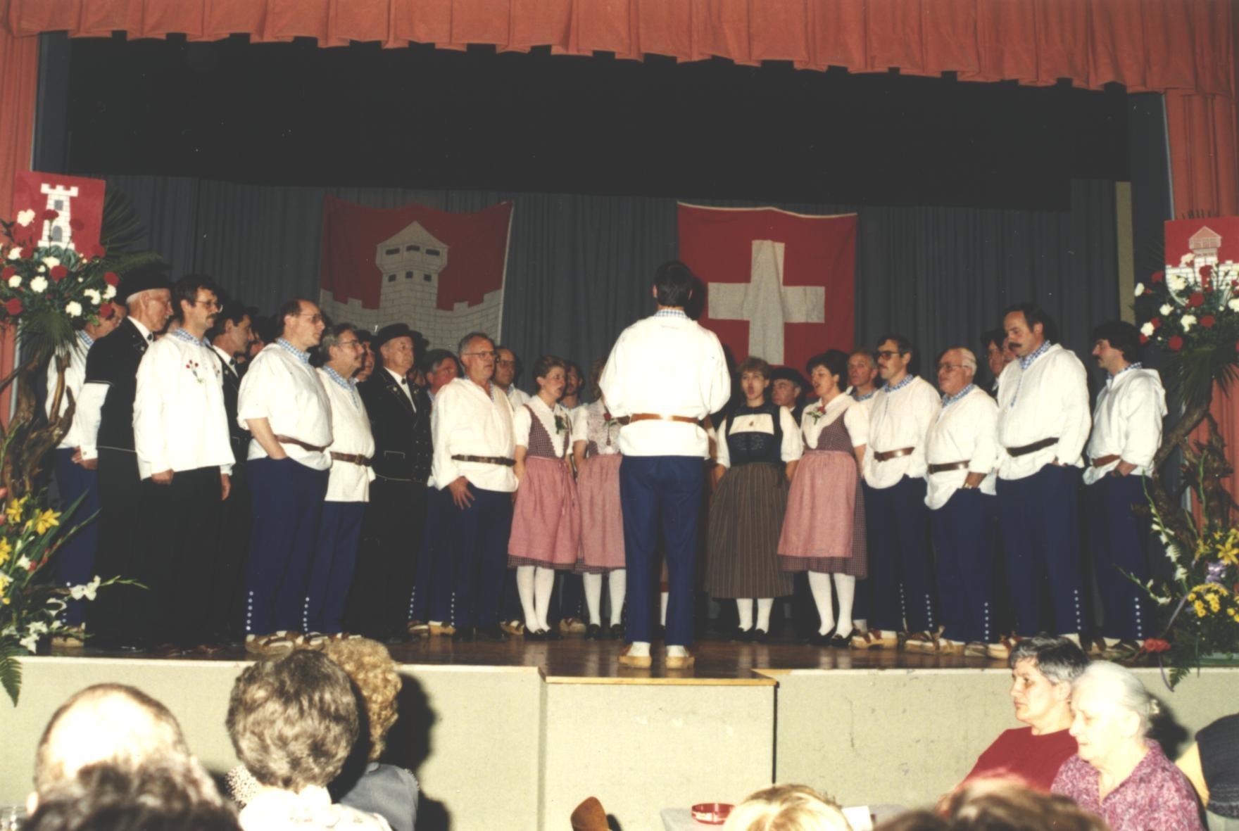 Gesamtchor mit den Genfer Freunden am Jubiläum 1990