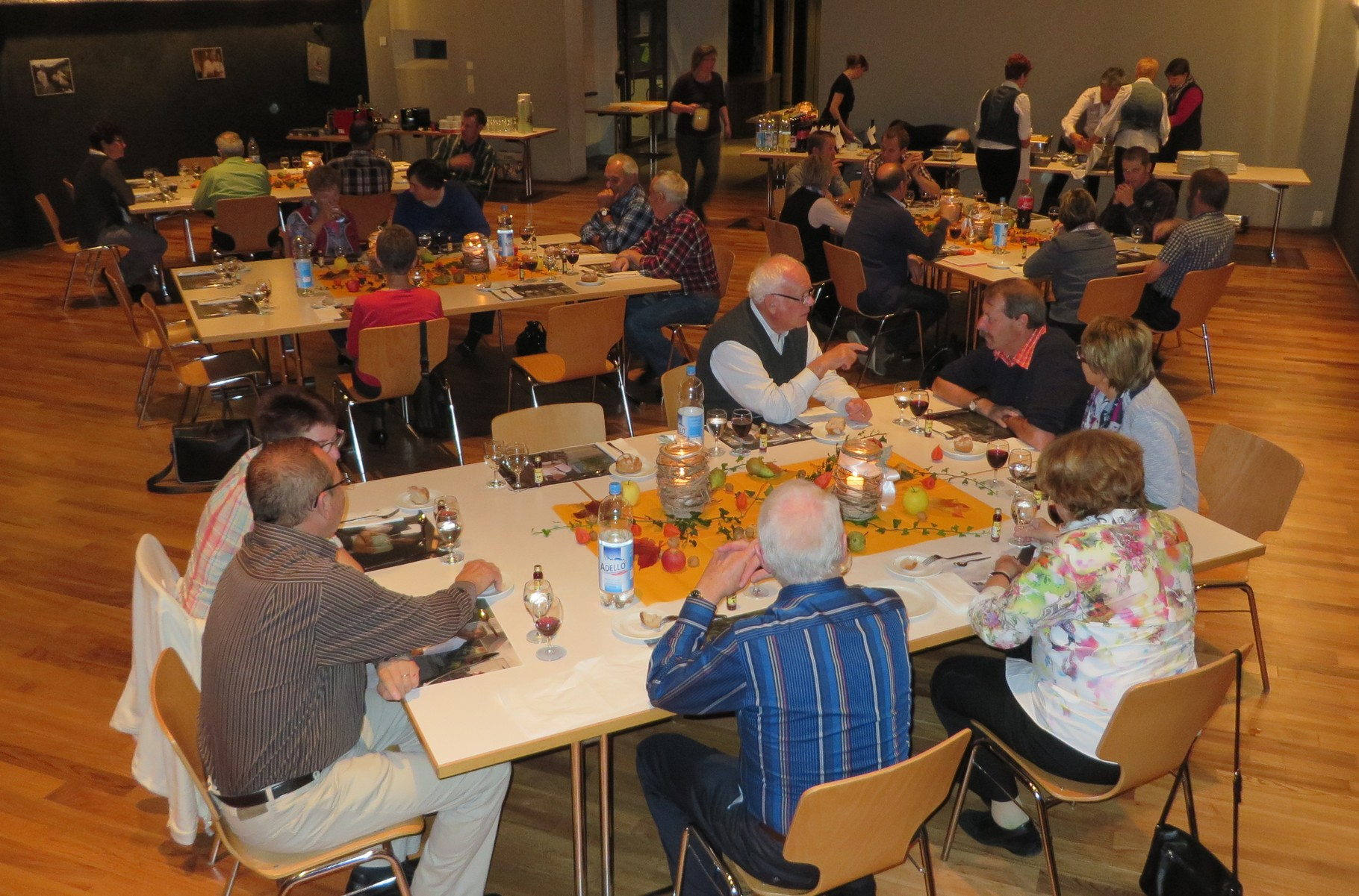 Aktiv- und Ehrenmitglieder freuten sich auf einen unterhaltsamen Abend ...