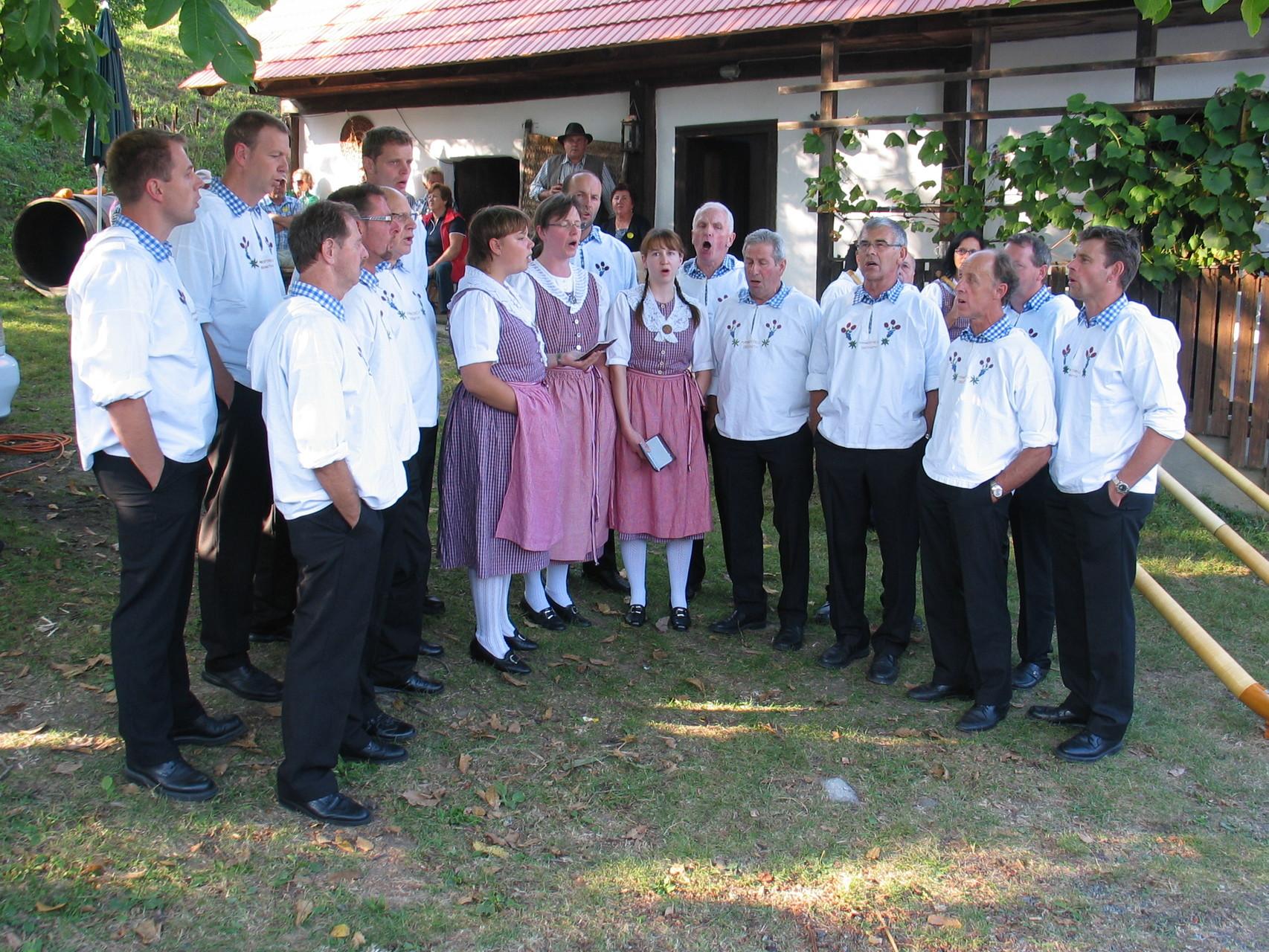 """Am """"Uhudler-Sturmfest"""" (Verkostung des jungen Weins) sind wir gern gesehene Gäste"""
