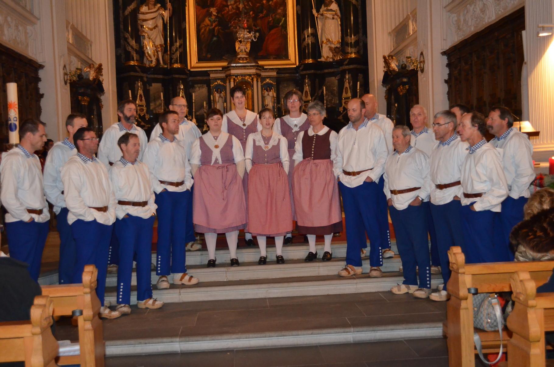 Vor voll besetzter Pfarrkirche präsentierte sich der Jodelclub am 20. Dez. 2015 zum Kirchenkonzert