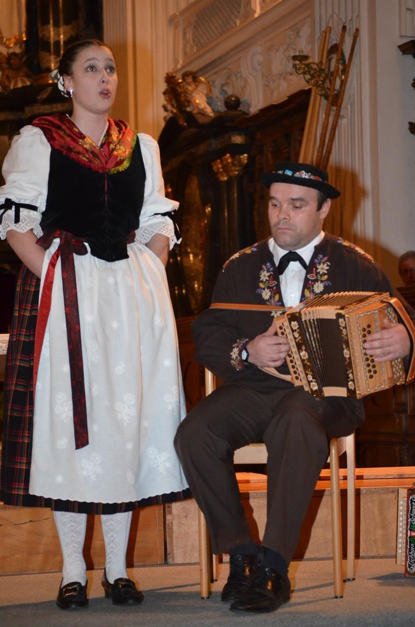 Tamara Röösli wird von Peter Rymann begleitet