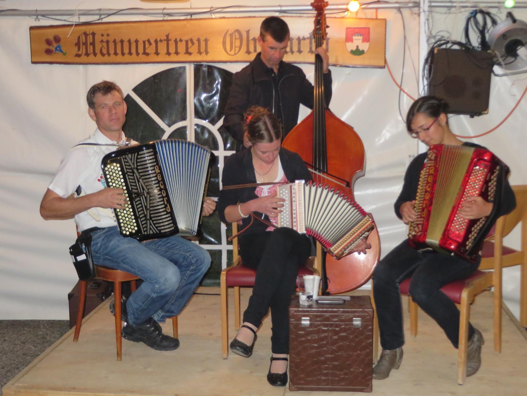 Auch die Jungmusikanten (mit Verstärkung) erhalten eine Chance sich zu präsentieren.