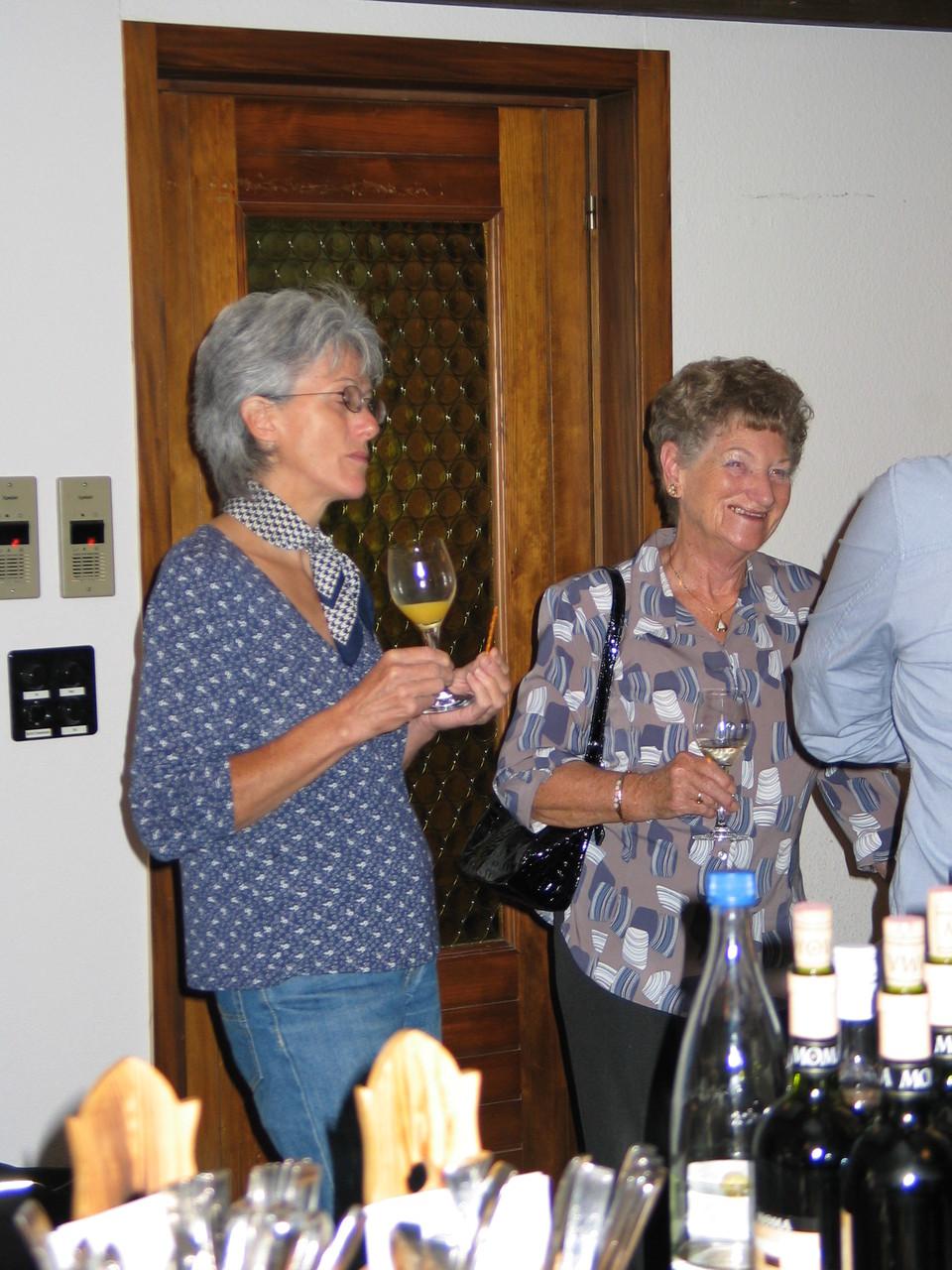 ... trafen sich die froh gestimmten Gäste