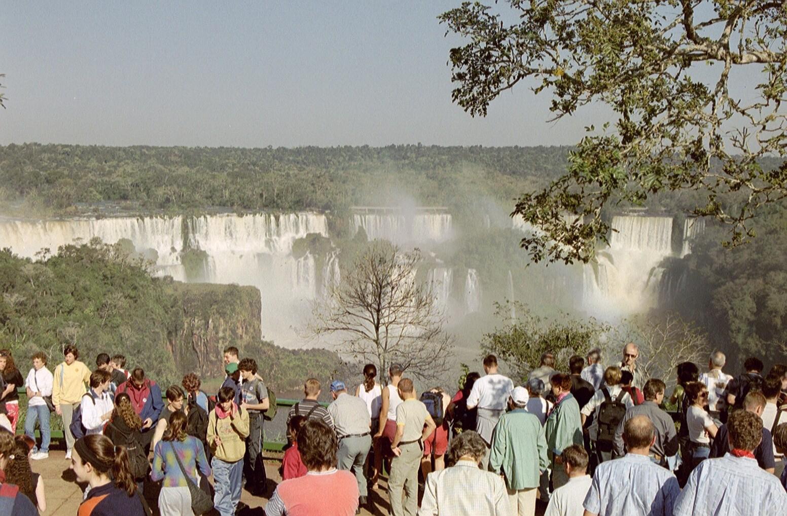 Weiterflug zu den gewaltigen Iguaçu-Wasserfällen
