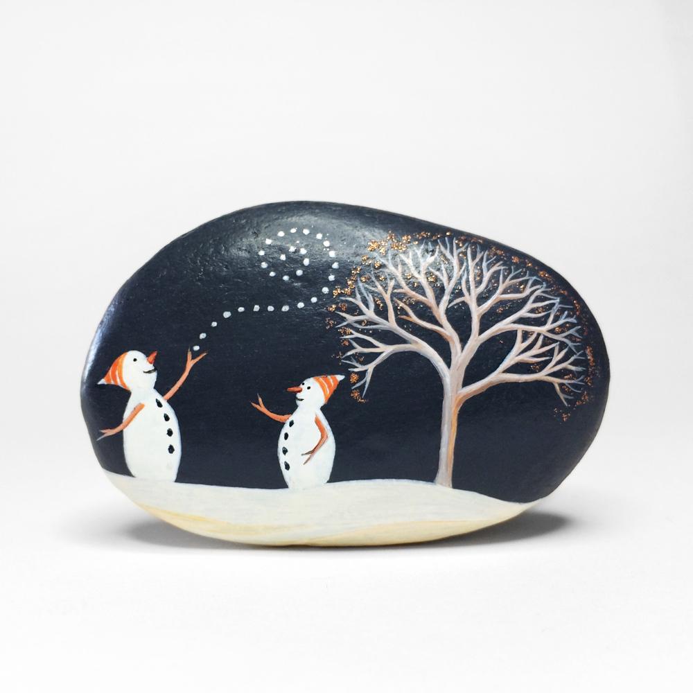 Galet décoratif SNOWMEN et ARBRE - peinture acrylique et paillettes sur galet de rivière - fini mat