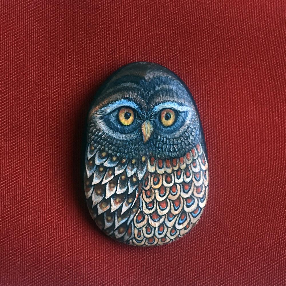 Galet décoratif - chouette acrylique gris et marron - galet de rivière gris - fini mat
