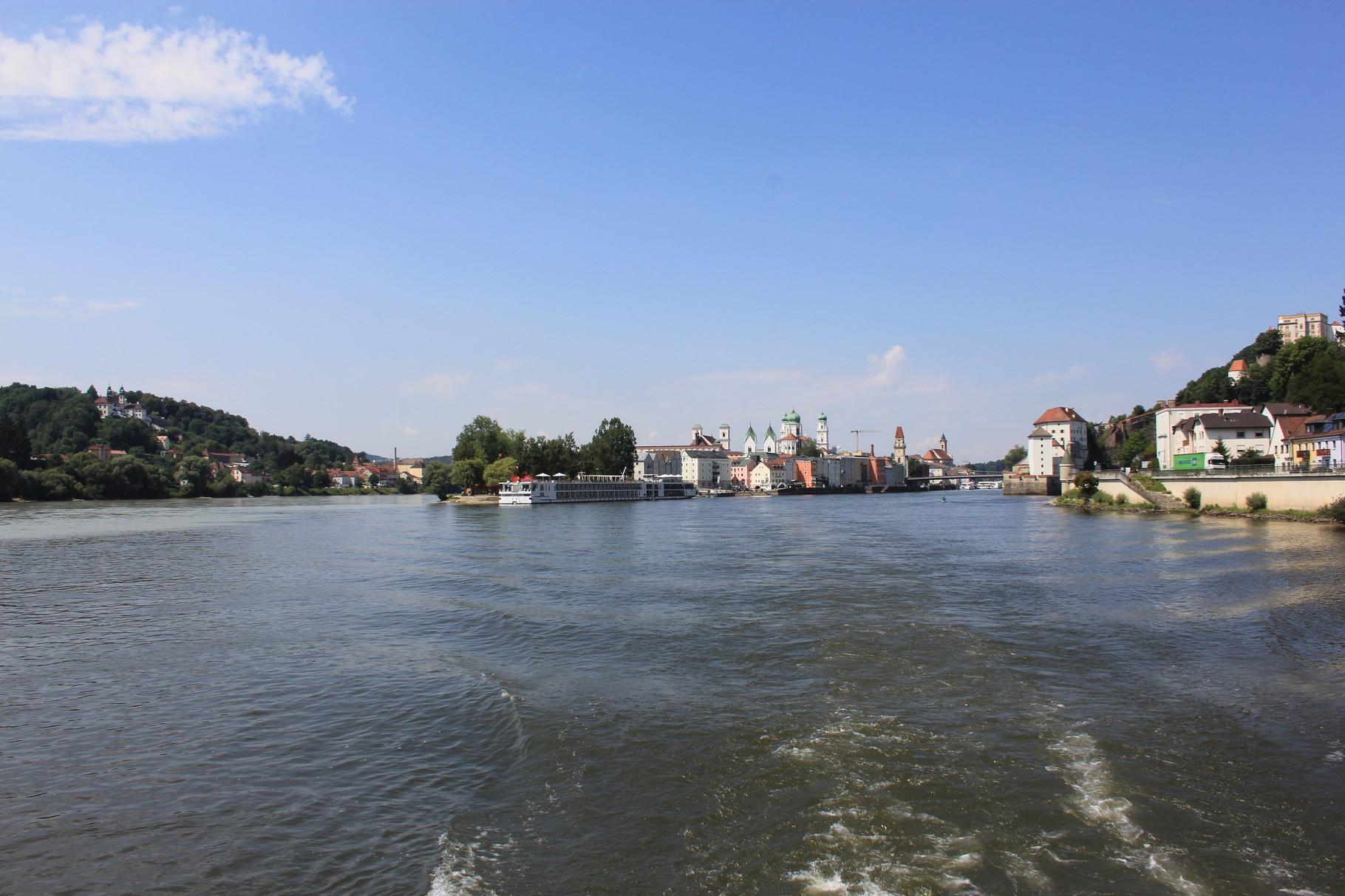 links der Inn, rechts die Donau