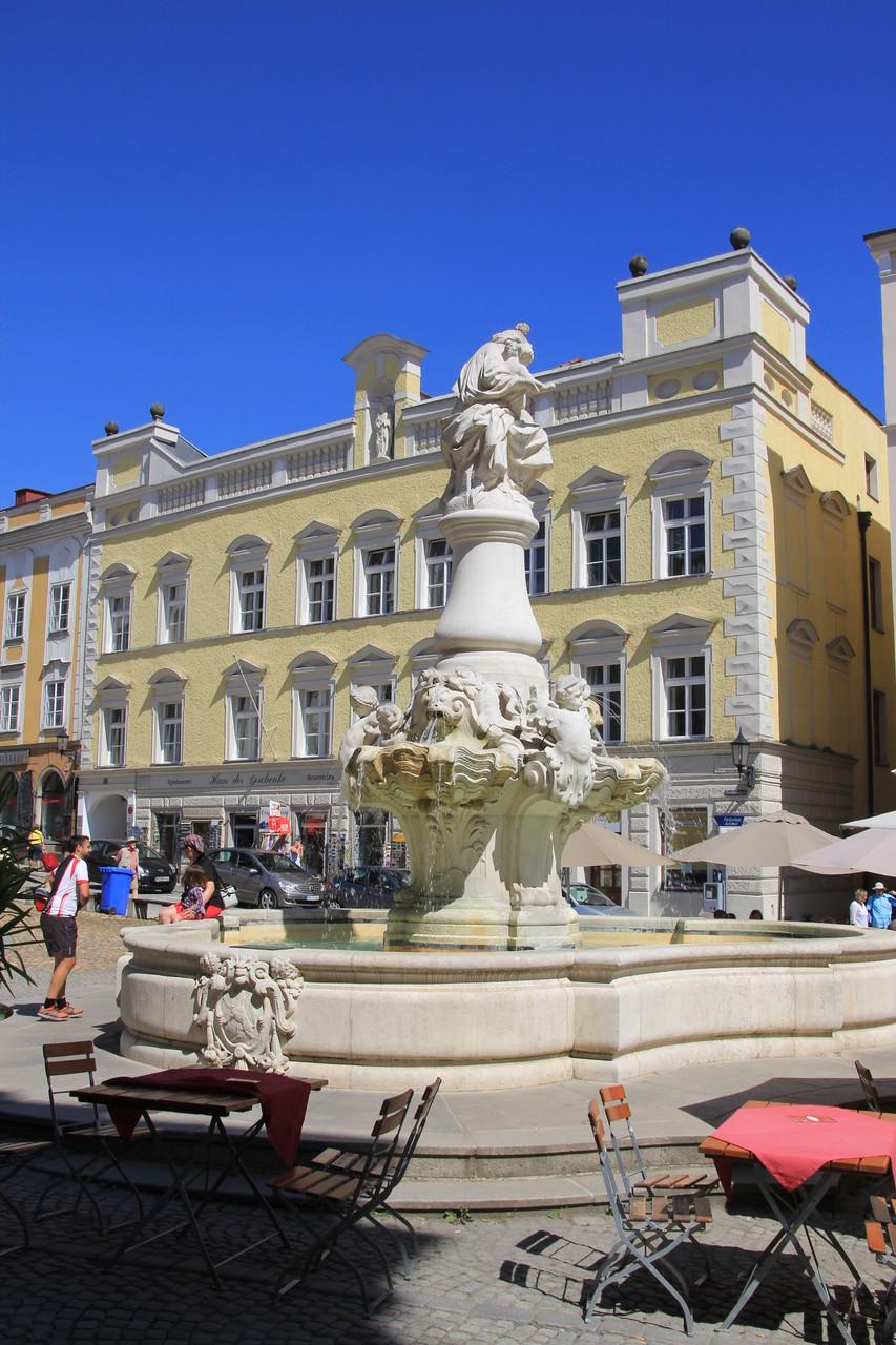Passau - Brunnen vor dem Dom