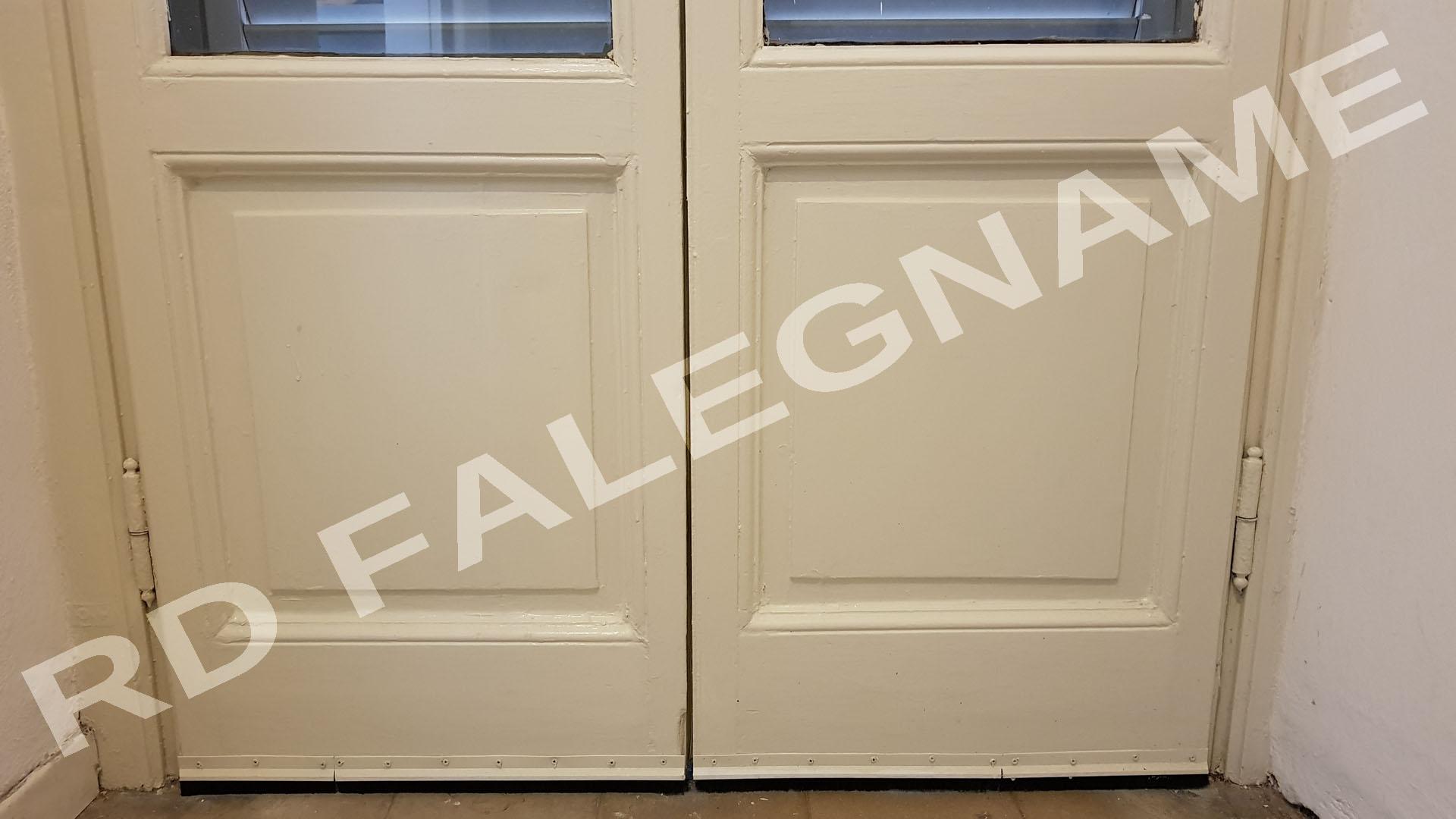 Porta-Finestra con Spazzole Paraspiffero e Verniciatura