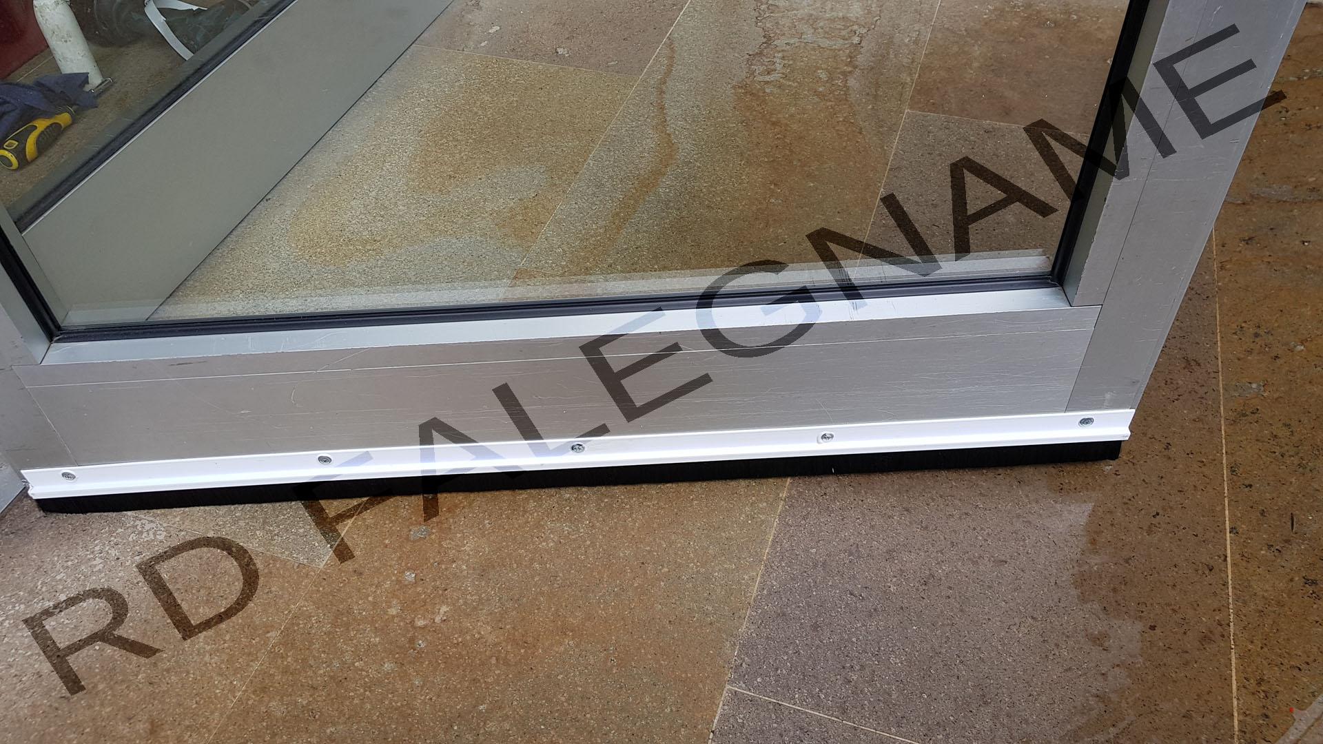Spazzola Paraspiffero in PVC Bianco