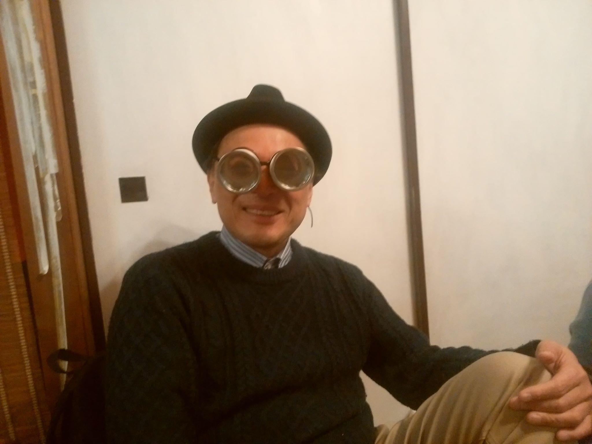 自作の温灸メガネでご満悦