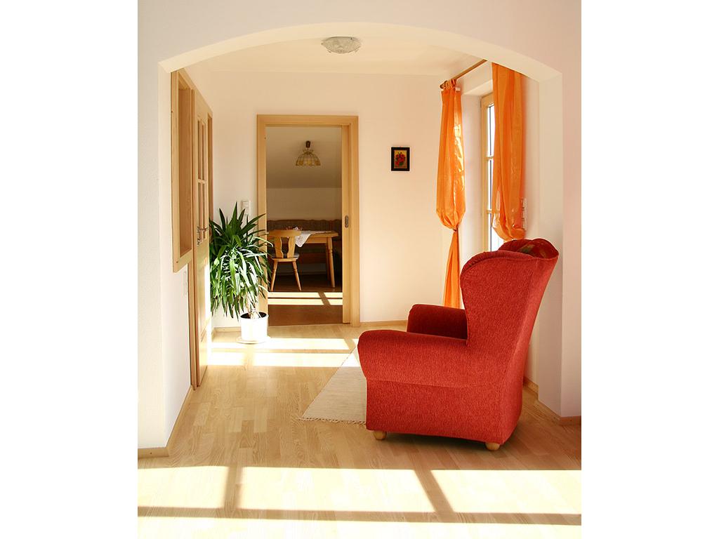 Durchgang vom Wohnzimmer zur Küche mit 3. Balkontür