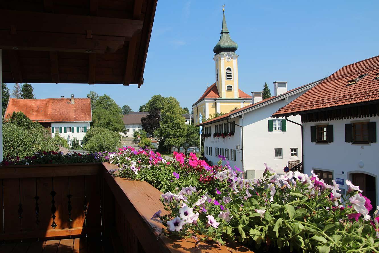 Blick zu Pfarrkirche nach Osten