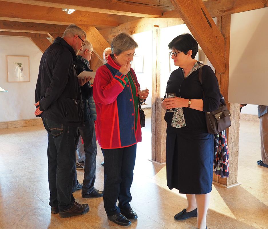 Verena Redmann (rechts) im Gespräch