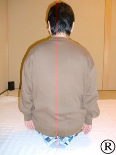 しんそう福井武生では、猫背で歪んでいる身体を調整していきます。