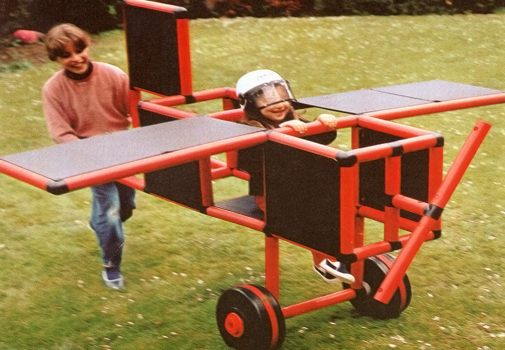 Girl pushing her friend in QUADROmobil airplane