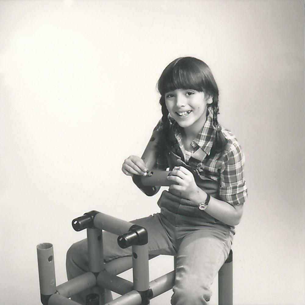 Girl assembling QUADRO