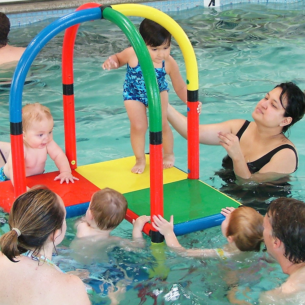 QUADROaqua helps parents teach their babies to swim